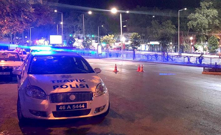 Motosiklet sürücüsü polise çarpıp kaçtı