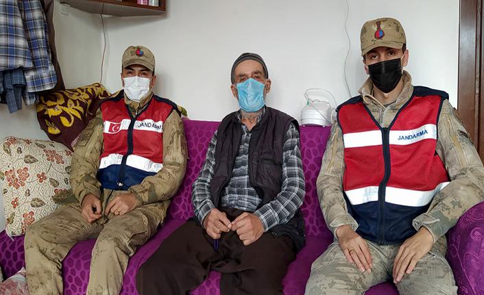 Jandarma ekiplerinden yaşlılara ziyaret