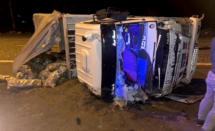 Kahramanmaraş'ta kamyon devrildi