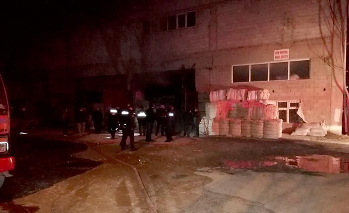 Tekstil fabrikası deposunda yangın