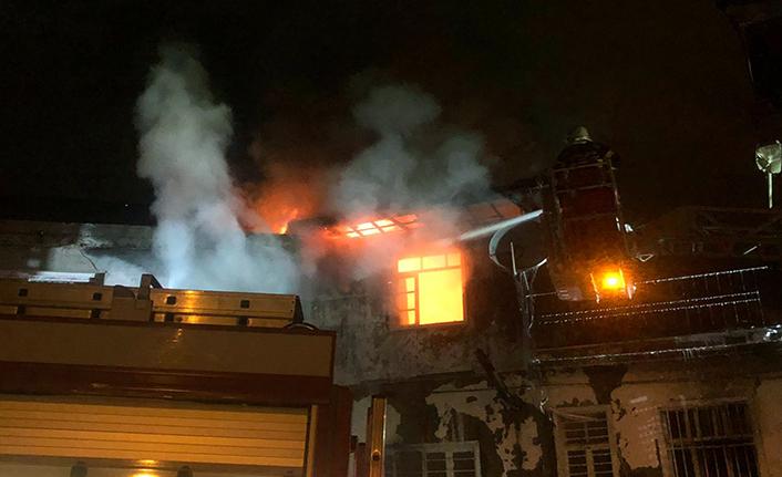 Yangından mahalle bekçileri kurtardı