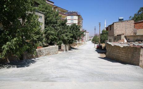 AFŞİN'DE YOLLAR PARKE OLUYOR