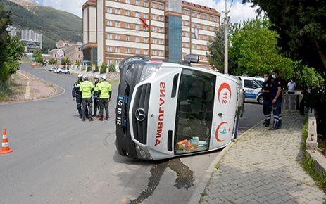 Ambulansla traktör çarpıştı: 5 kişi yaralı