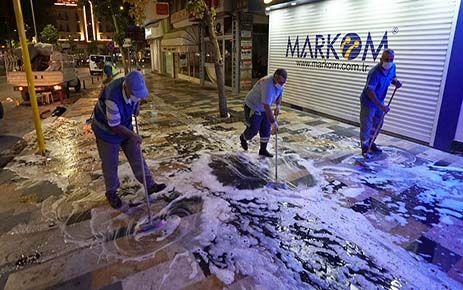 Caddelerde bayram temizliği