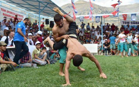 DULKADİROĞLU'NDAN BERTİZ'DE GÖRKEMLİ GÜREŞ FESTİVALİ
