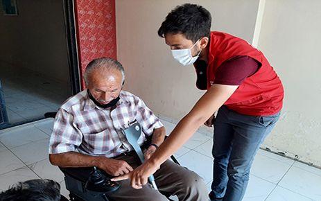 Engelli vatandaşa akülü araç hediye edildi