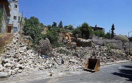 Kalesi etrafındaki metruk binalar yıkılıyor