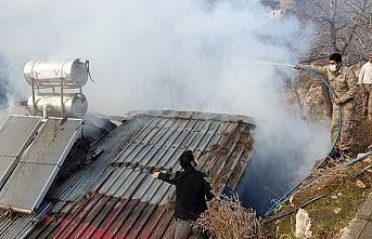 Yangın nedeniyle ev kullanılmaz hale geldi