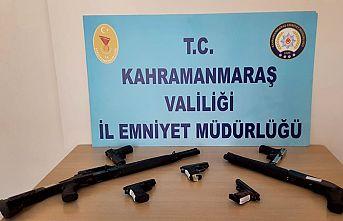 12 şüpheliden 12 silah ele geçirildi