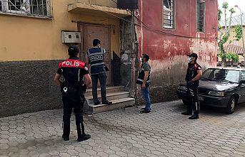 Aranan şahıslara yönelik operasyonlarda 77 kişi yakalandı