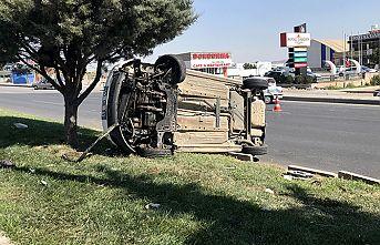 Otomobil takla attı