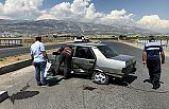 Otomobil ile minibüs çarpıştı: 3 yaralı