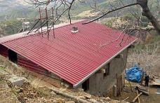 Dulkadiroğlu Belediyesi yanan evin çatısını onarıldı