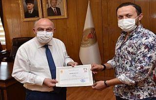 Vali Coşkun'dan Sağlık çalışanına başarı...