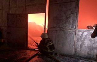 Fabrika yangınına TOMA ile müdahale edildi