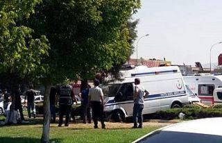 Hasta nakil ambulansı ile otomobil çarpıştı:...
