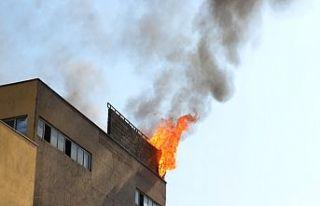 Fabrika çatısı yandı