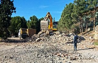 Depreme dayanıksız okullar yıkılıyor