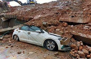 İstinat duvarı çöktü