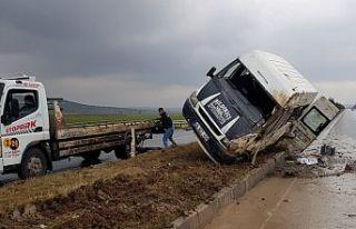 Minibüs kaza yaptı: 6 yaralı