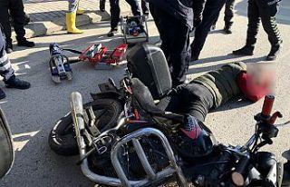 Motosikletli kurye kaza yaptı