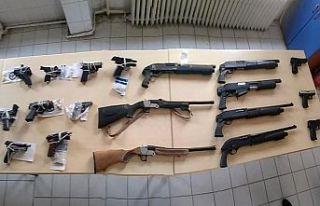 62 şüpheliden 63 silah ele geçirildi