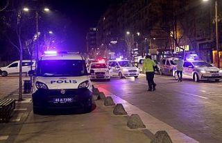 İntihar girişiminden polis kurtardı