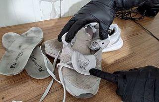 Ayakkabı astarına uyuşturucu zulaladı