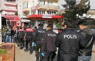 Aranan 63 kişi yakalandı