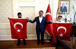 Okumuş, Türk Bayrağı sevdalısı gençleri ağırladı