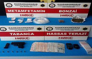 Uyuşturucu satıcısı 4 kişi tutuklama