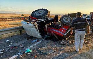 Tırla traktör çarpıştı: 3 yaralı