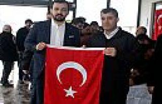 İskur Grup Türk Bayrağı dağıtımı