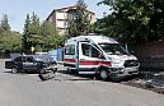 Kahramanmaraş'ta ambulansla otomobil çarpıştı