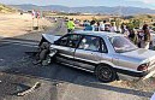 Kahramanmaraş'ta tır ile otomobil çarpıştı:...
