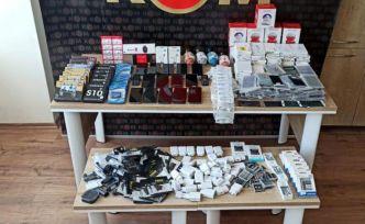 Kaçak cep telefonu satışı yapan işyerine operasyon