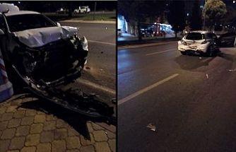 İki otomobil çarpıştı