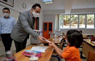 İskur Grup'tan öğrencilere maske dağıtımı