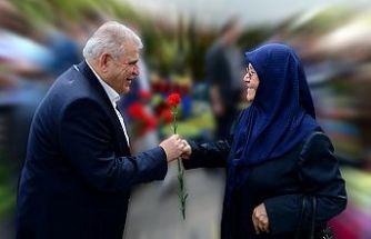 """Mahçiçek, """"Sonsuz sevgi abideleri olan annelerimizin günü kutlu olsun"""""""
