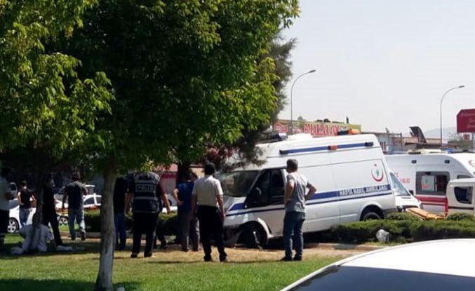 Hasta nakil ambulansı ile otomobil çarpıştı: 4 yaralı