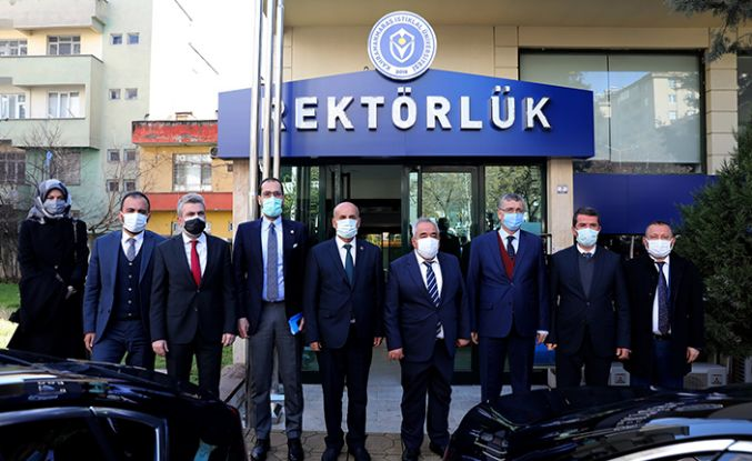 AK Partililerden KİÜ'ye ziyaret