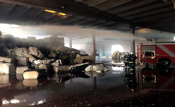 Pamuk deposundaki yangın söndürüldü